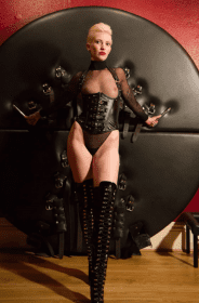 BDSM Manchester mistress dominatrix sapphire medical professional disciplinarian